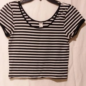 Forever 21 black and white crop top size L